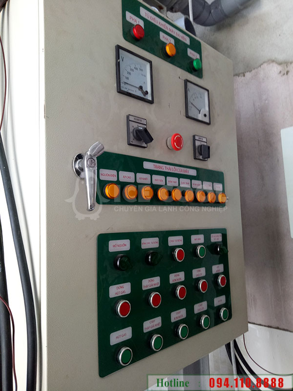 Hệ thống điều khiển: điều khiển cơ với 2 chế độ tự động và bằng tay cùng hệ thống đèn báo và bảng lỗi sự cố 2